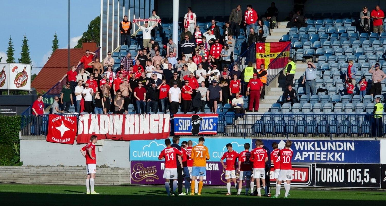 Takkiin tuli Turussa, mutta homma jatkuu torstaina Vaasassa. Sunnuntaina pelataan himassa IFK Mariehamnia vastaan. Kuva: Edward Hultin