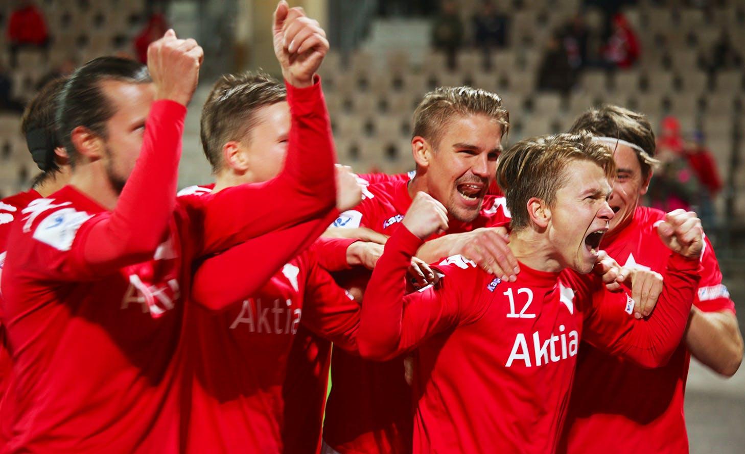 Kaksi maalia iskenyt Otto-Pekka Jurvainen (#12) valittiin ottelun parhaaksi pelaajaksi. Kuva: Jere Nevalainen