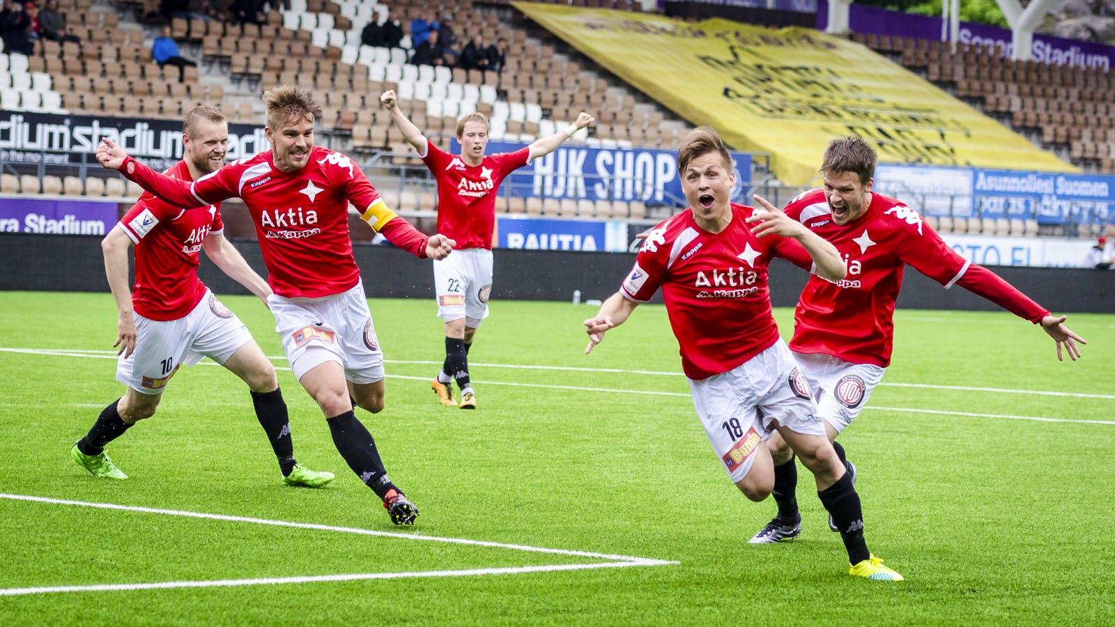 Matias Hänninen tuulettaa ensimmäistä liigamaaliaan 18. kesäkuuta pelatussa ottelussa FC Lahtea vastaan. Kuva: Riku Laukkanen